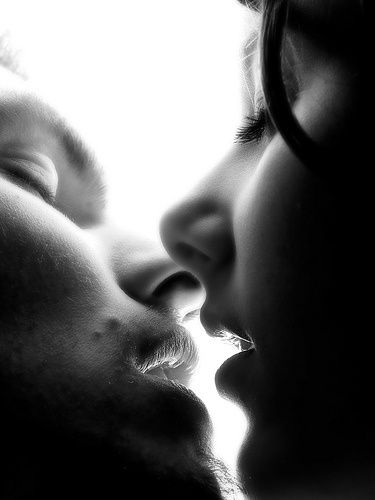 Как научиться правильно целоваться