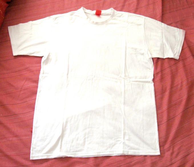 Как носить футболку
