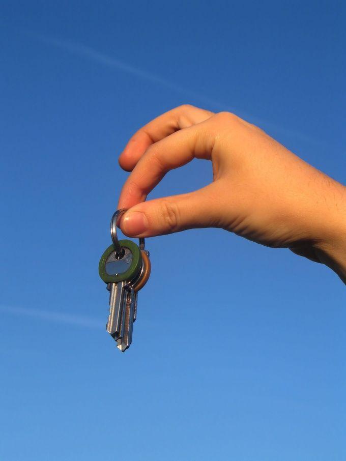 Как подарить квартиру жене