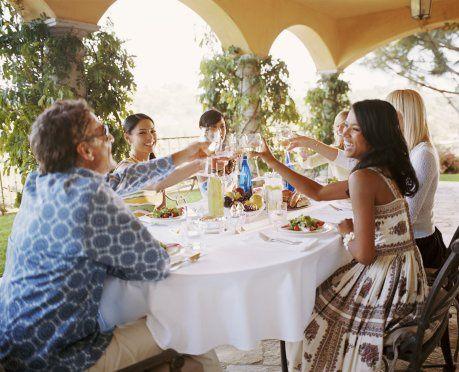 Как развлечь гостей за столом