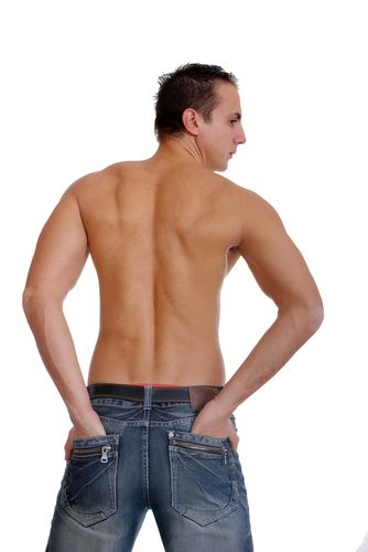 Широкие плечи - общепризнанный признак мужской красоты