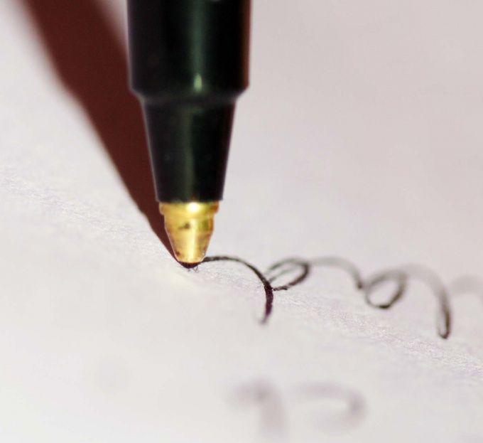 Удалить с бумаги можно даже чернила от ручки