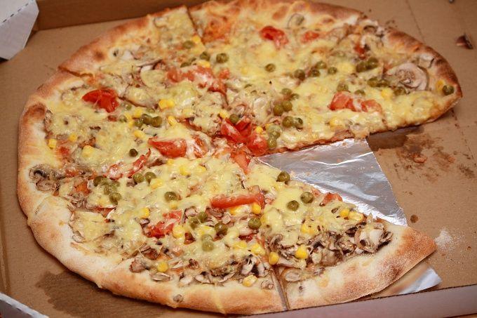 Пицца - это отличный способ перекусить быстро и недорого