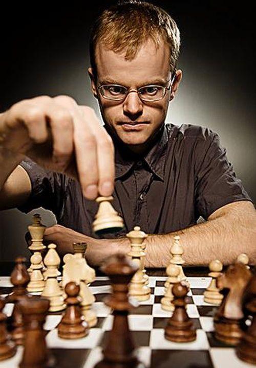 Шахматы, как и любая играя, требующая быстрого разрешения, поможет вам научиться думать быстрее.