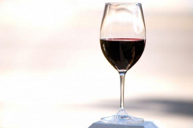 Как подавать красное вино