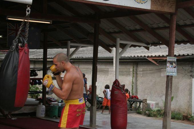 Как повесить боксерский мешок